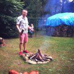 Grzybobranie piękno natury strażnik ogniska jest tylko jeden