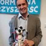 Urodziny prezesa fundacji prezent w postaci figurki kotka oczarował Pana Mariusza